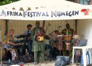 Band op podium Afrikafestival